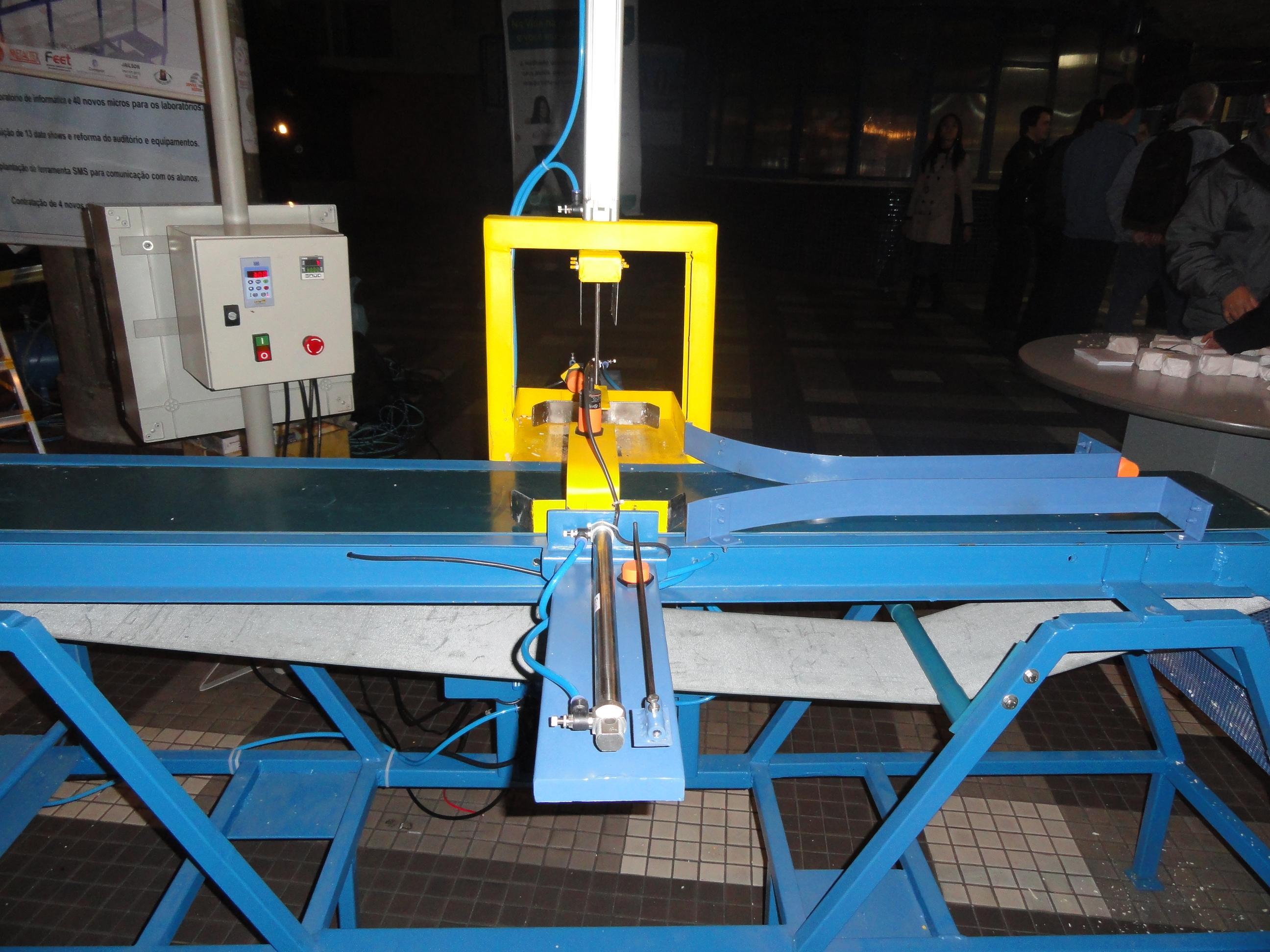 Figura 3: Esteiras automatizadas de corte de sabão, confeccionadas peloa graduandos do curso de Engenharia Elétrica.