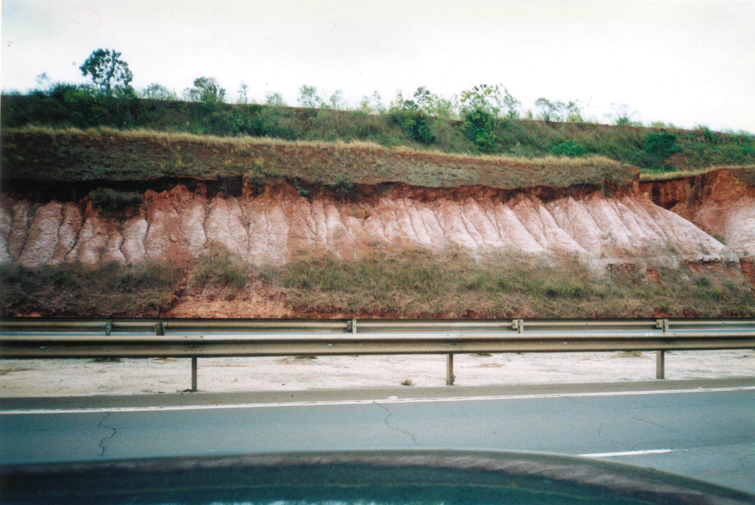 Resultado de imagem para lixiviação e laterização do solo