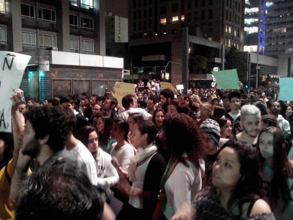 São Paulo, 20/06/2013 – Protesto contra aumento das passagens do transporte público, gastos na Copa do Mundo e a corrupção tomaram as ruas da capital paulista. Foto de Paulo Sanda.