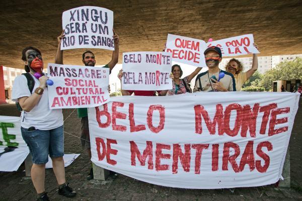 Manifestação Belo Monte NÃO, em São Paulo, no MASP, 8/2/2011. Foto de Tatiana Cardeal