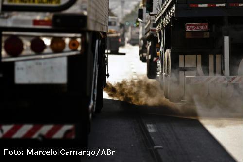 trânsito e poluição