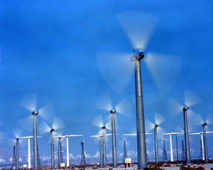 Segundo pesquisadores, usinas eólicas (como a da foto) e solares são capazes de atender demanda maior do que se imaginava.