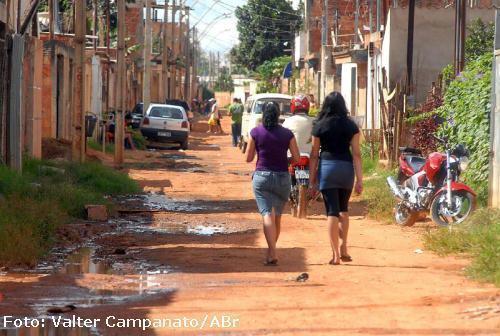 Ruas da  Estrutural, a dez quilômetros do centro de Brasília. Bairro popular não  tem coleta de esgoto. Foto: Valter Campanato/ABr