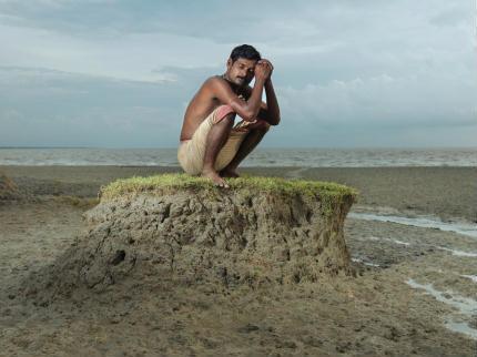 Exposição no Tuca retrata refugiados climáticos em Bangladesh e Índia. Foto de Peter Caton
