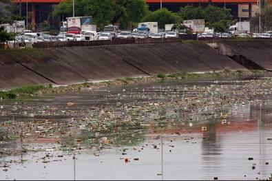 Poluição no rio Tietê, SP