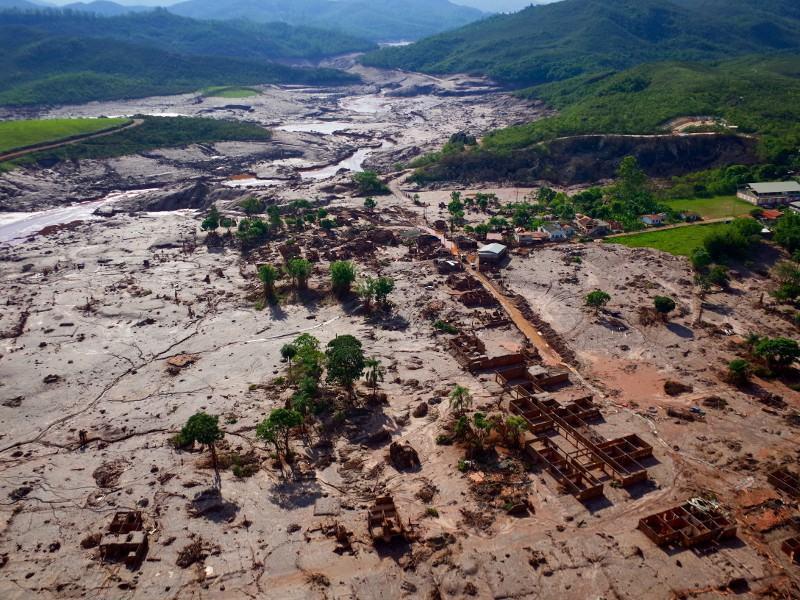 A catástrofe socioambiental provocada pelo rompimento de barragem da mineradora Samarco em Mariana (MG), no último dia 5/11, atingiu 663 km de rios, com a destruição de 1.469 hectares de terras, incluindo Áreas de Preservação Permanente (APP), aponta laudo técnico preliminar do Ibama