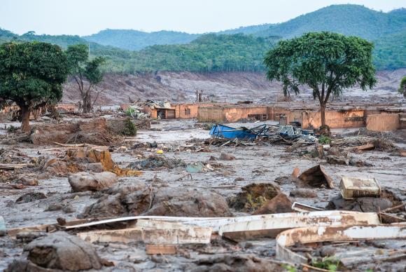 Onda de rejeitos da Samarco atingiu 663 km de rios e devastou 1.469 hectares de terras. Foto: ABr