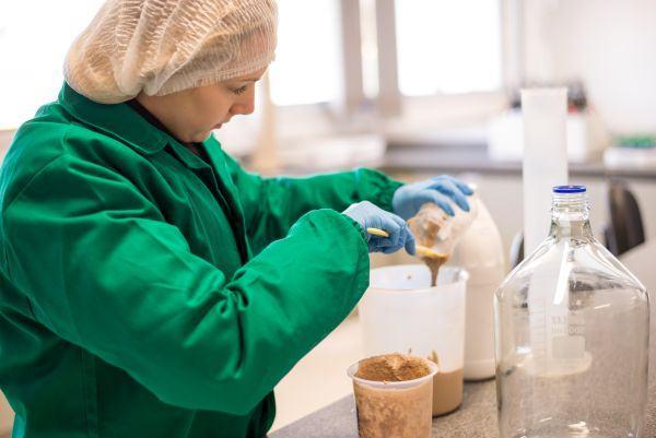 Pesquisas laboratoriais realizadas no Laboratório de Biorreatores do Tecnovates