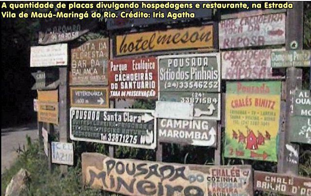 A quantidade de placas divulgando hospedagens e restaurante, na Estrada Vila de Mauá-Maringá do Rio. Crédito: Iris Agatha