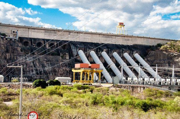 Foto 6 – Xingó construída em 1987 não instala as 10 turbinas pela perda de vazão do rio