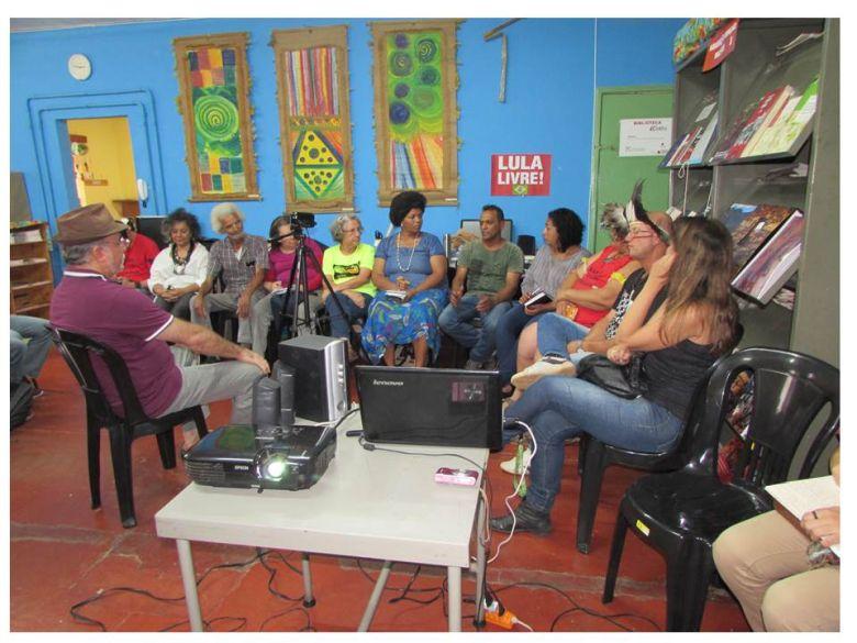 "Foto 1: Roda de Conversa no CEDEFES sobre: ""Povo Indígena Kaxixó: retrospectiva de um processo de luta"". Foto: A. Baeta"