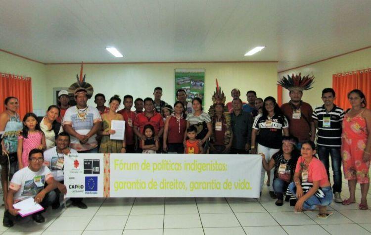 Participantes do Fórum de politicas indigenistas - Tefé 2018. Foto de Ligia Apel