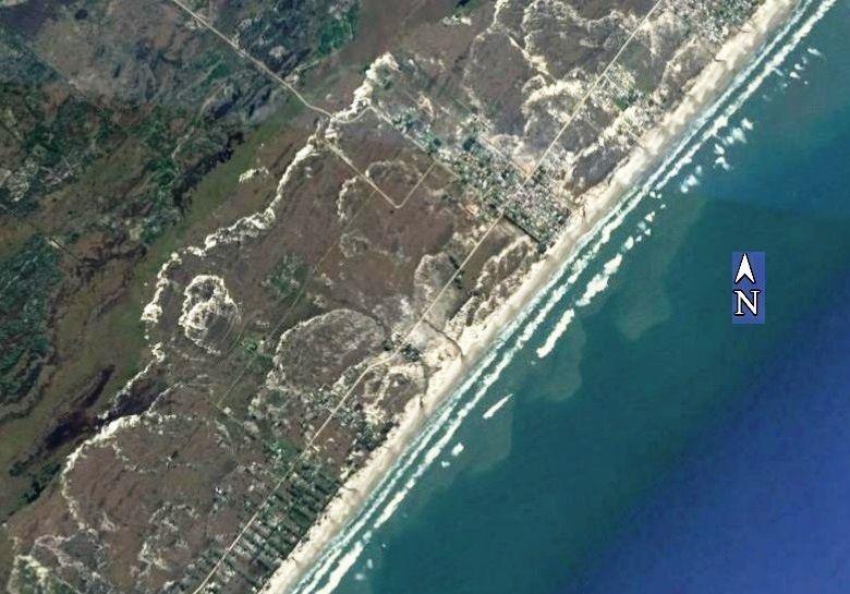 Campo de dunas do litoral sul catarinense. Notar as bordas de evolução das diversas gerações de dunas.