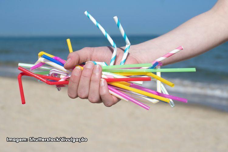 lixo - canudos plásticos
