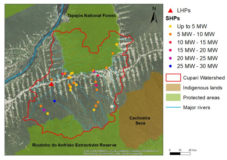 """Mapa detalhado da subbacia do rio do Cupari, mostrando as áreas protegidas e terras indígenas, evidenciando o padrão """"espinha de peixe"""" causado pelo desmatamento resultante da rodovia Transamazônica"""