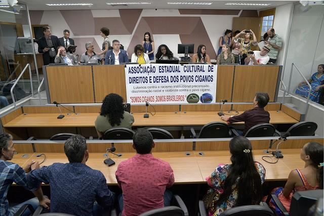 Comissão de Direitos Humanos da Assembleia Legislativa de Minas Gerais (ALMG) debate a violação dos Direitos dos Povos Ciganos