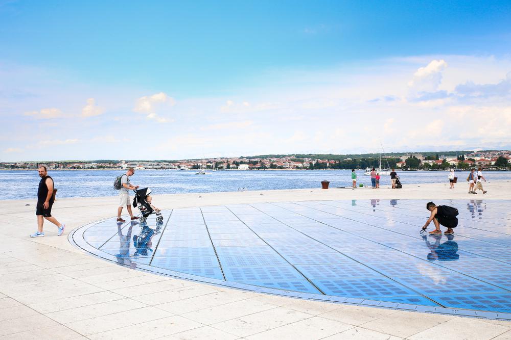 piso solar para geração elétrica em calçadas