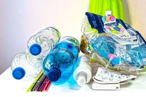 A preservação de recursos naturais pode ser guiada pela regra dos 3 R's (reduzir o consumo, reaproveitar e reciclar)