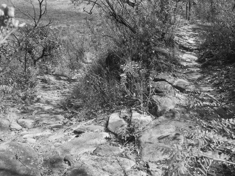 sítio arqueológico trecho caminho calçado azevedo